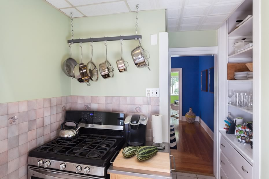 open_house_pine_hills_modern_kitchen_stove.jpg
