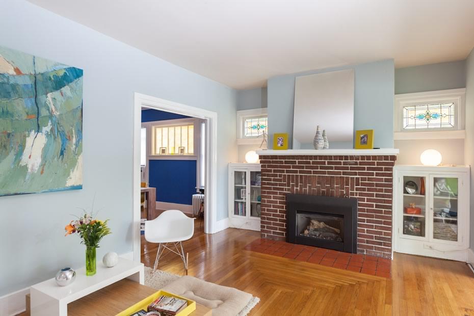 open_house_pine_hills_modern_livingroom2.jpg