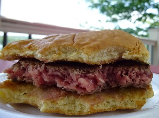 pirates_lakeside_grill_burger_cross_section.jpg