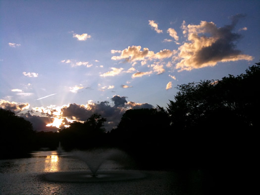 Buckingham pond sunset 2011-08-02