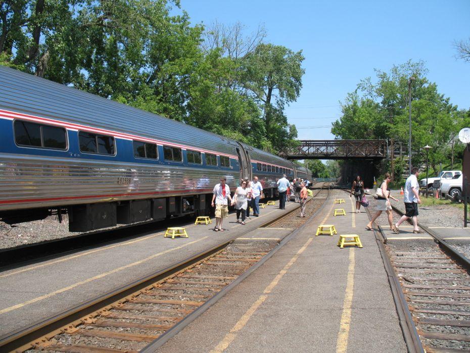 rail_river_hudson_2014_08.jpg