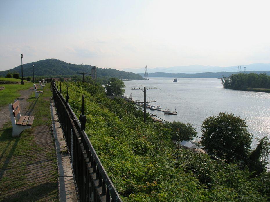 rail_river_hudson_2014_58.jpg