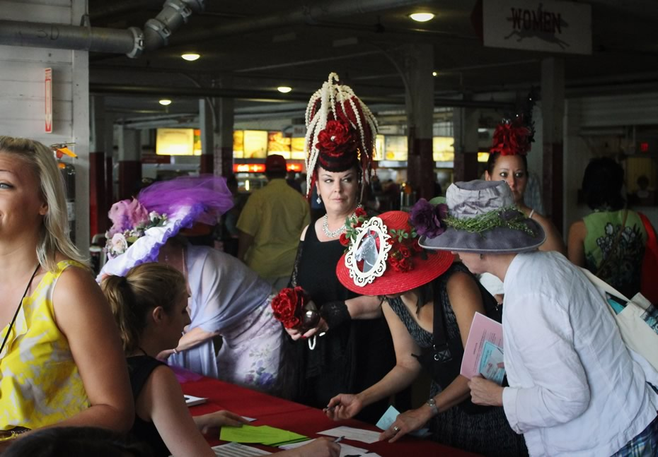 saratoga_hat_day_2014_hat_entries_signing_in_.jpg
