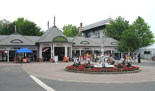 saratoga racecourse entrance