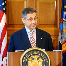 sheldon silver at podium