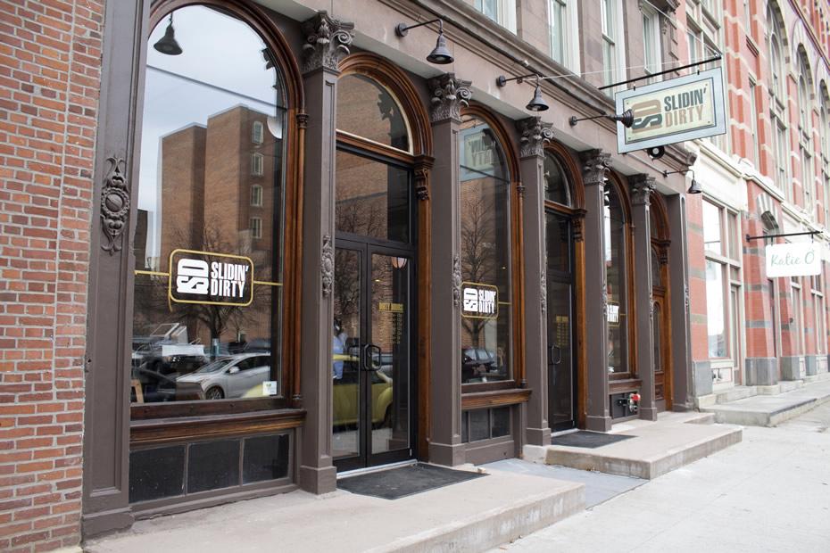 slidin_dirty_restaurant_exterior.jpg