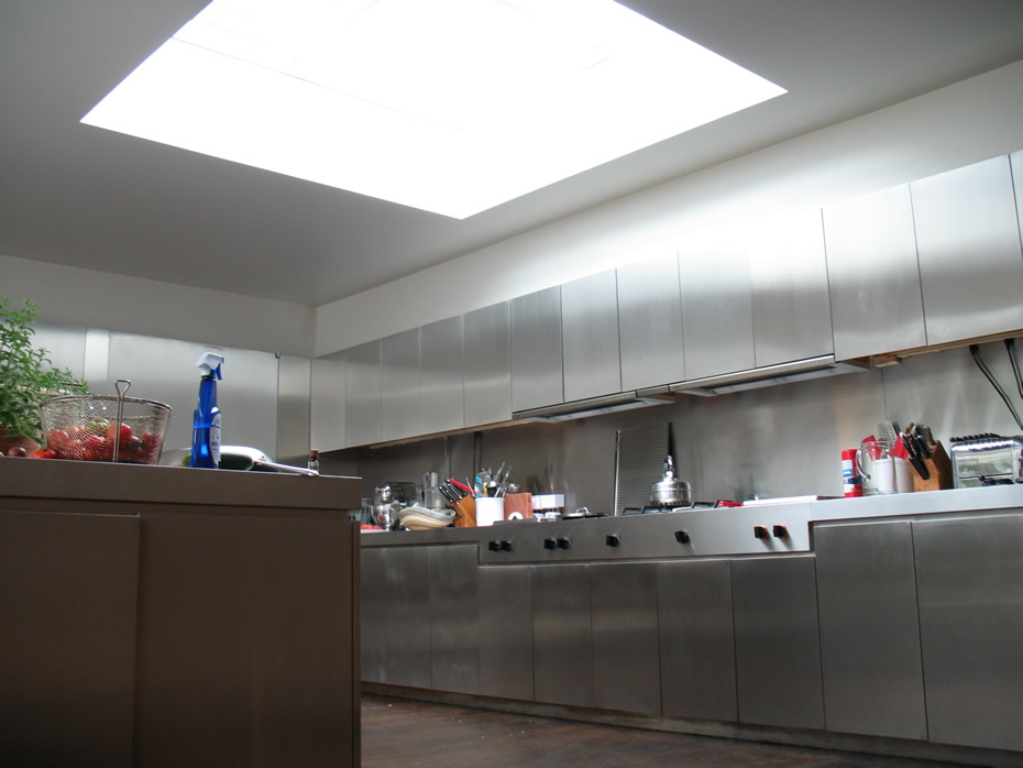taghkanic_house_kitchen_square_skylight.jpg