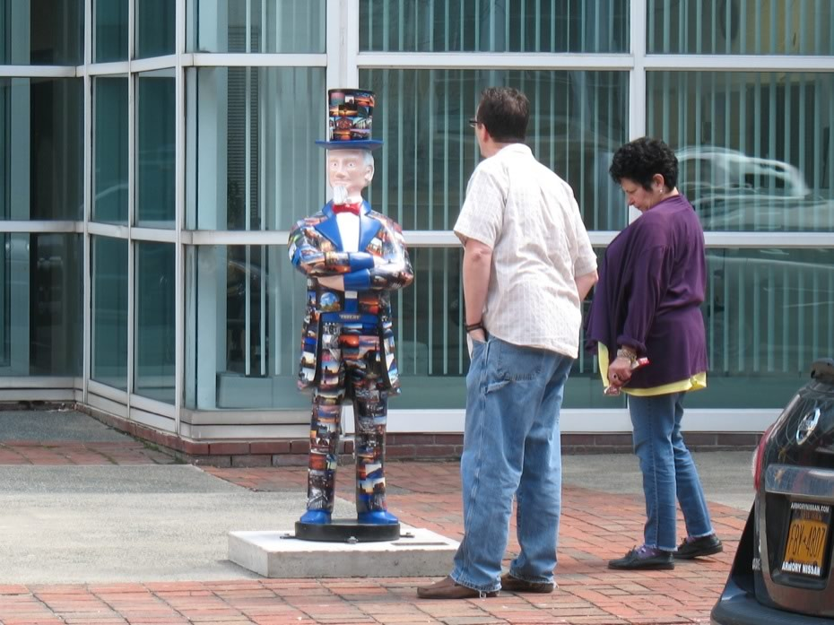troy_uncle_sam_statues_1.jpg