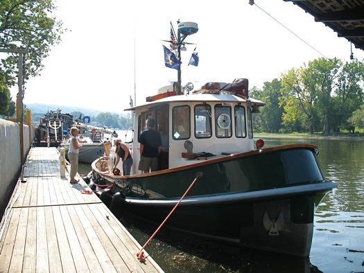Retired Tugboat For Sale http://alloveralbany.com/archive/2008/09/05/tugboats-in-waterford