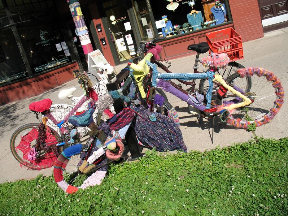 yarn bomb bikes saratoga 1
